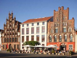 Backstein-Giebelhäuser am Markt