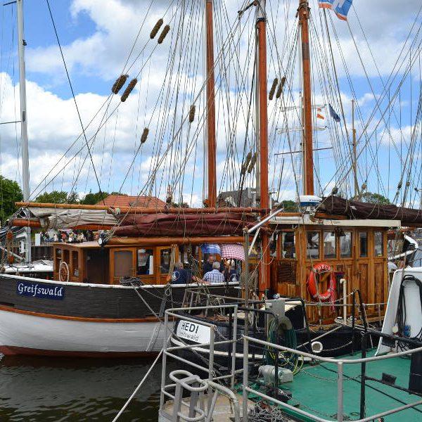 Die »Vorpommern« mit Gästen an Bord