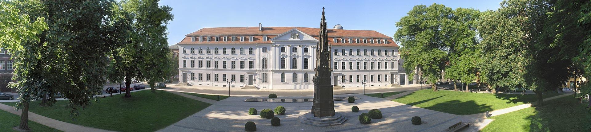 Uni-Hauptgebäude & Rubenowdenkmal